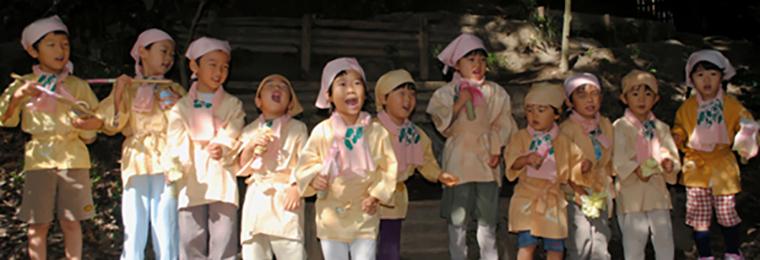 どんぐり自然学校・どんぐり幼児園「学年祭」